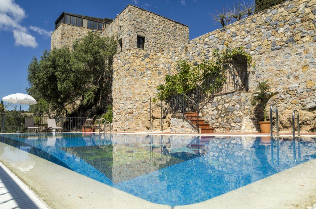 Heerlijk zwembad bij Castillo de Monda